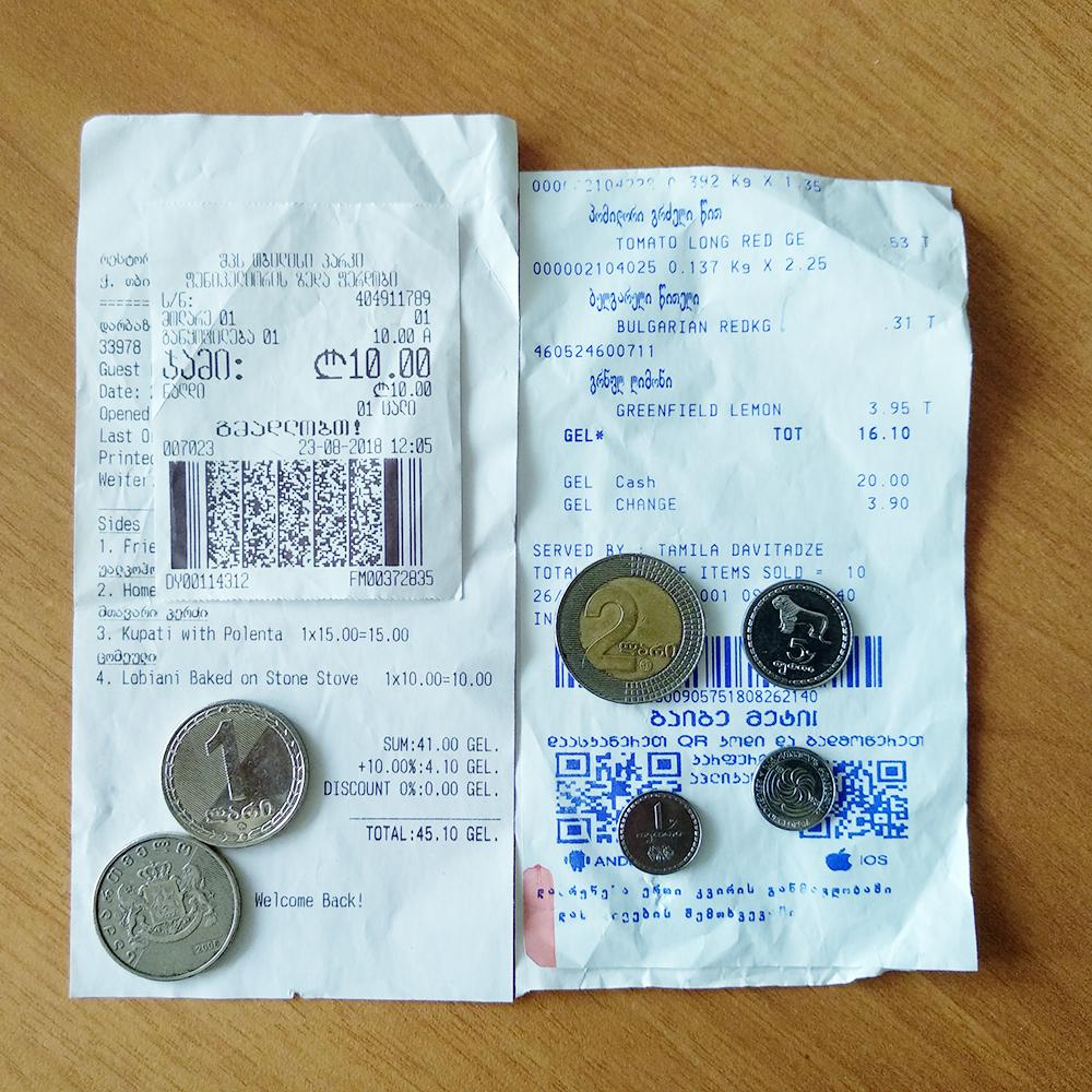 Монеты и чеки из Грузии. В 1 лари 100 тетри