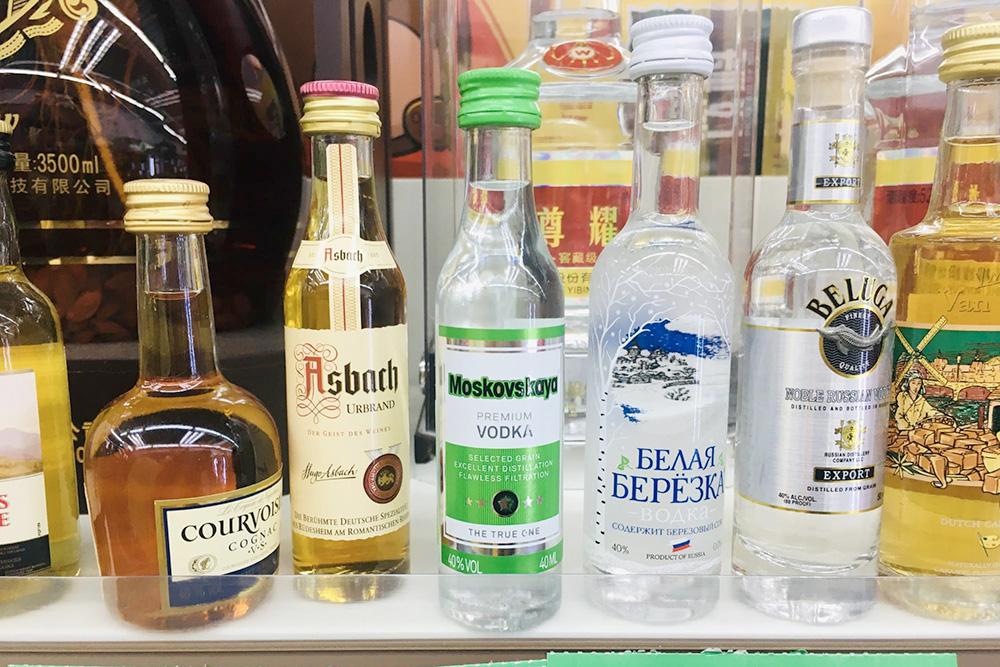 В Китае нет проблем с тем, чтобы купить алкоголь. Нет ограничений по времени и количеству покупок, есть импортные бренды