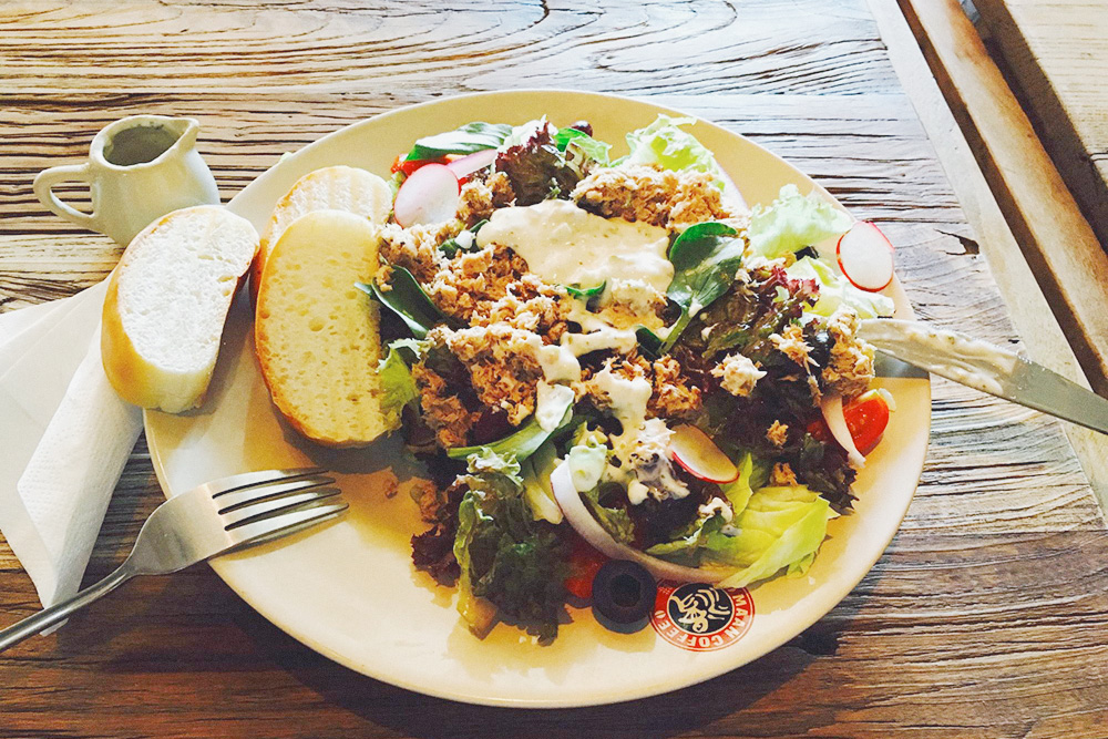 Западную кухню без проблем можно найти в кофейнях и ресторанах
