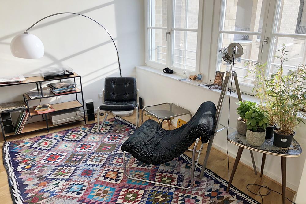 Наша квартира на Швацкопфштрассе. Впервые живу в квартире, где есть система управления климатом — с теплым полом, датчиками, компьютером и мобильным приложением