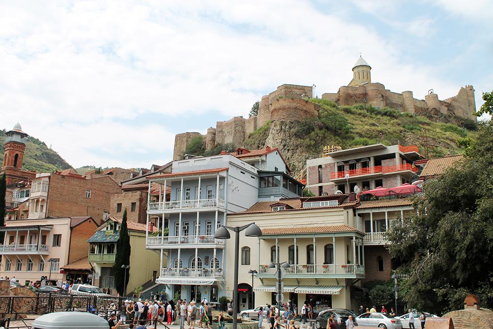 В Тбилиси часто приходится идти в гору. Зато полезно для сердца