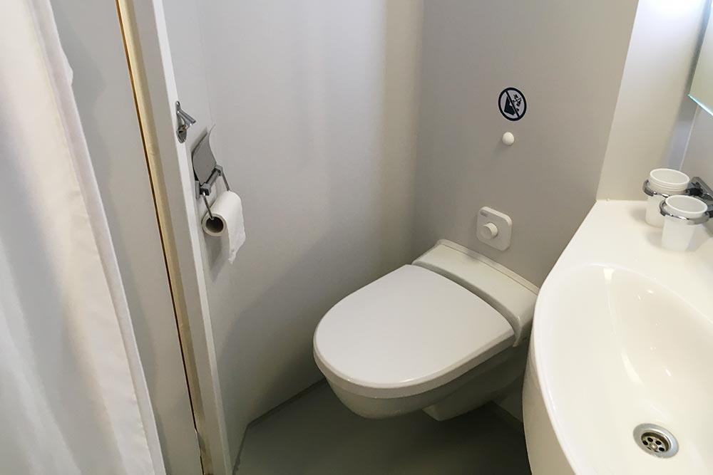 В ванной скромно, но чисто