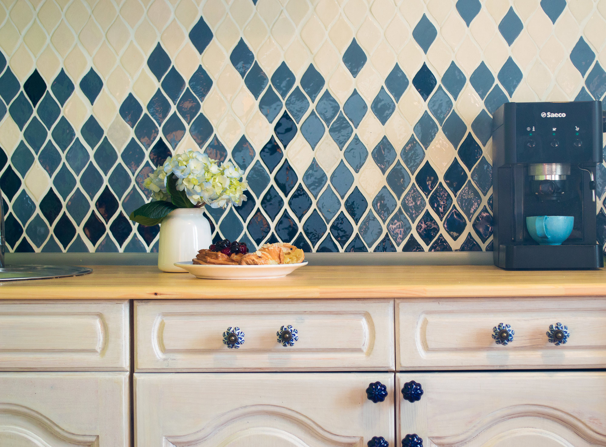 Фартук на кухне Ксюши — один из первых проектов «Мира керамик»