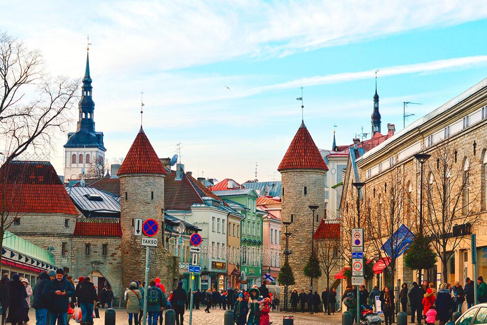 В Старом городе Таллина сохранились средневековые улочки, башенки и соборы