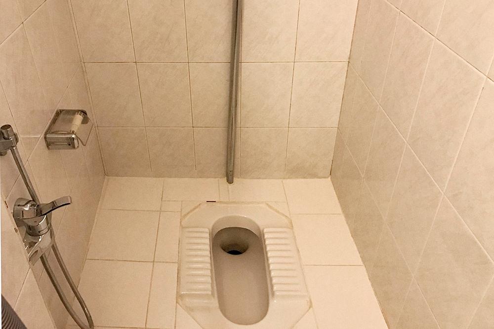 Традиционный иранский туалет у нас в квартире тоже есть. Его мы используем как кладовку