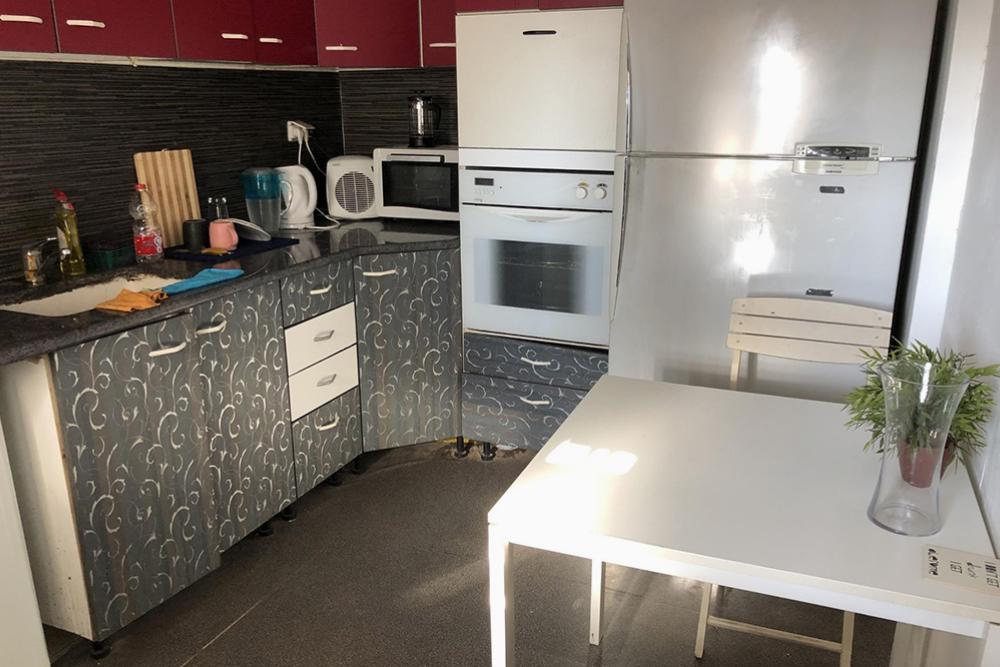 Днем вся квартира часто была в моем распоряжении — иногда я работала на кухне илив гостиной