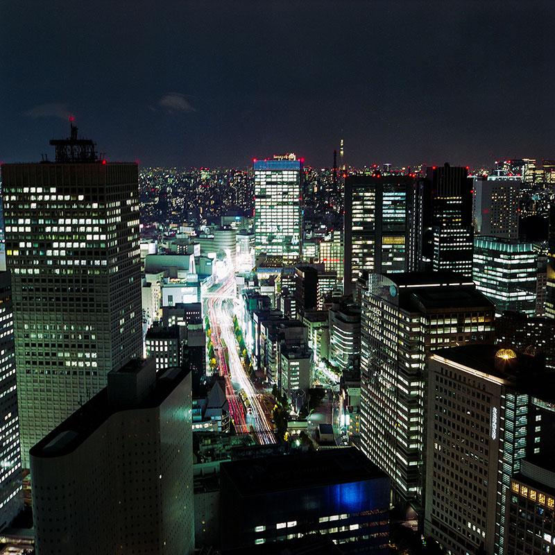 Вид на ночной Токио из бара «Нью-Йорк» на 52 этаже отеля «Парк-Хаятт»
