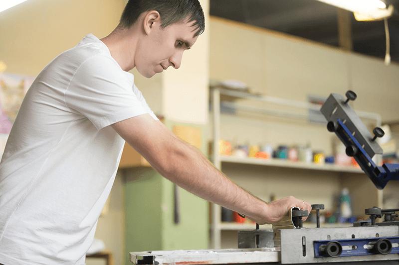 Семен печатает работы студентам