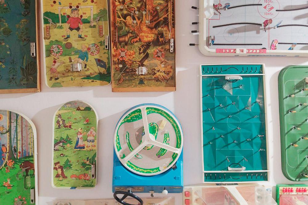 В музее я нашел советскую игру «За рулем» и настольный футбол из моего детства