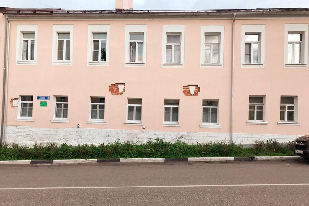 В стенах домов после реконструкции оставляют фрагменты старой кирпичной кладки. Дляменя это символ бережного отношения к истории и желание показать туристам город с лучшей стороны