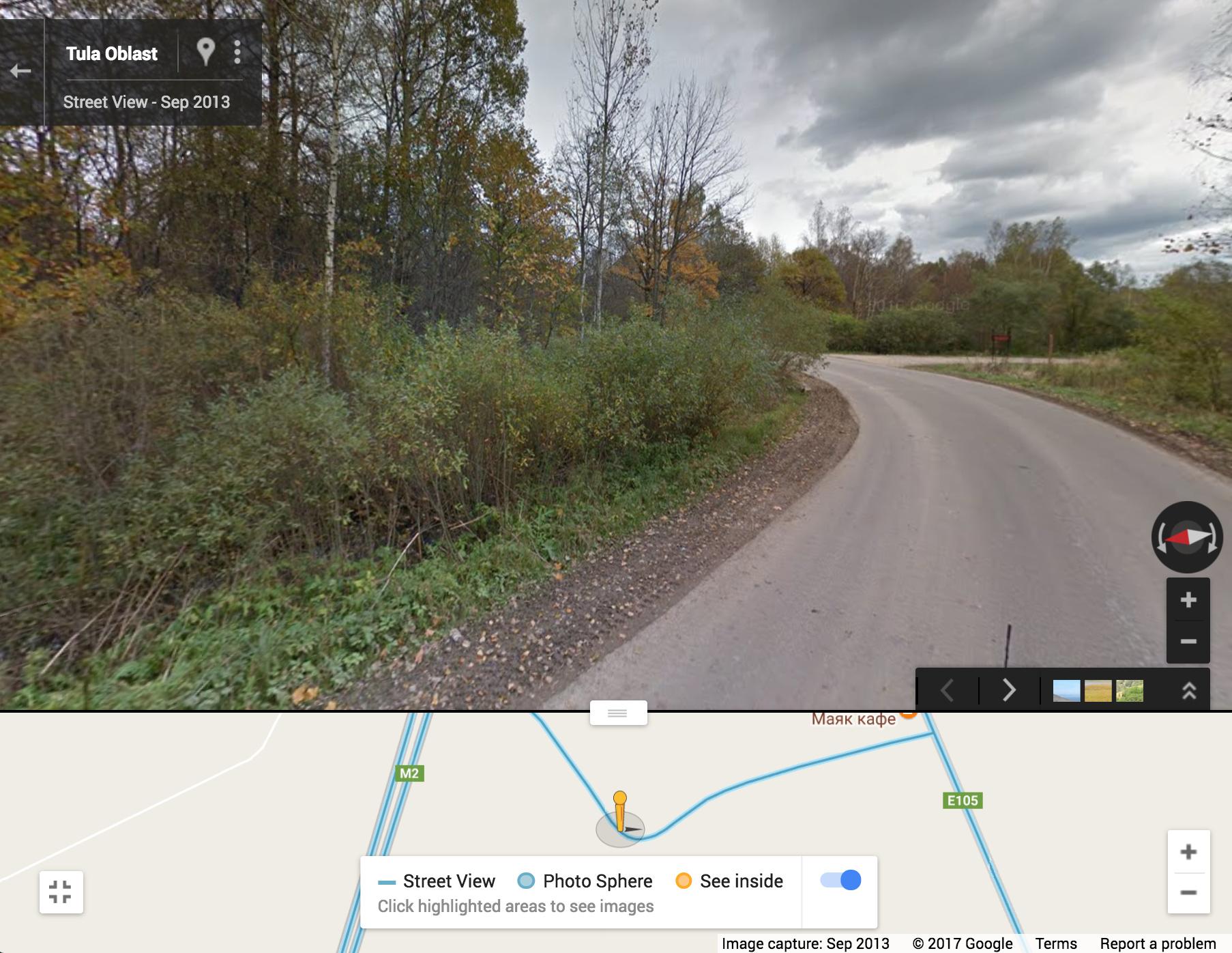Сомнительное место: дорога петляет, водитель напрягается. Ему не до автостопщика, хочется поскорее проехать опасный участок