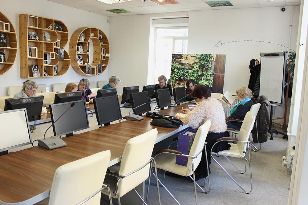 В 2013 году библиотеку отремонтировали — сейчас это мультимедийная площадка с современным дизайном дляобучения, отдыха и работы