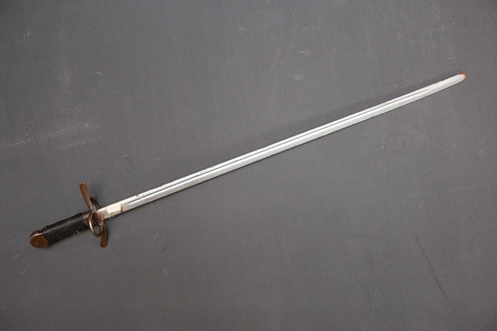 Мой первый меч. Этой штуке уже 15 лет. Он до сих пор со мной
