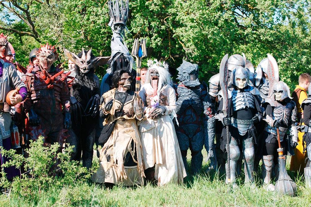 Монстры с ролевой игры «Ведьмак. Флотзамский пакт». Я третья слева в костюме катакана. Источник: Ольга Журавлева