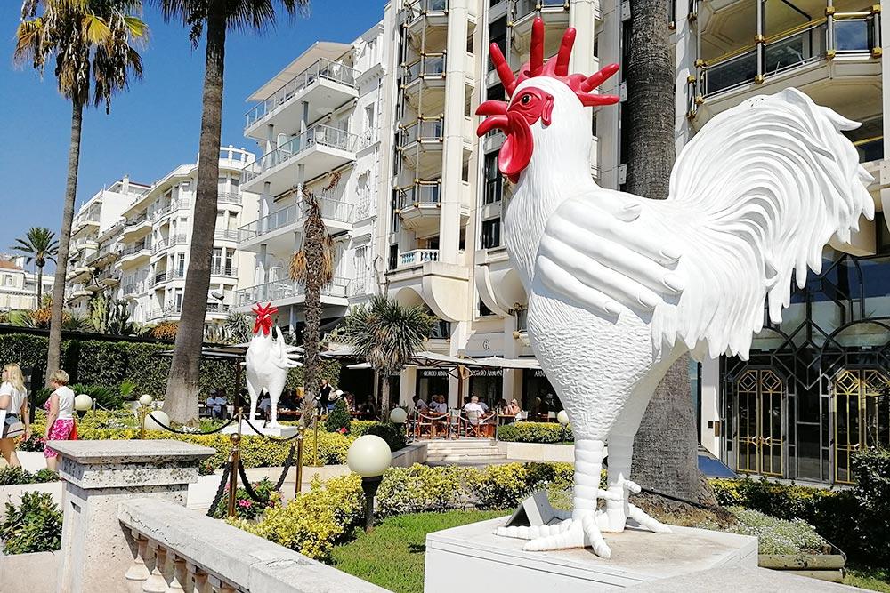 Вереница дорогих отелей вдоль главной набережной