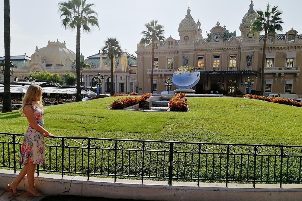 Дляменя визит в казино Монте-Карло был сбывшейся мечтой, потомучто оно такоеже, как накартинках. Совершенно. Идеальное сочетание роскоши иэлегантности