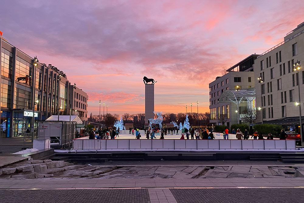Площадь между двумя зданиями торгового центра Eurovea