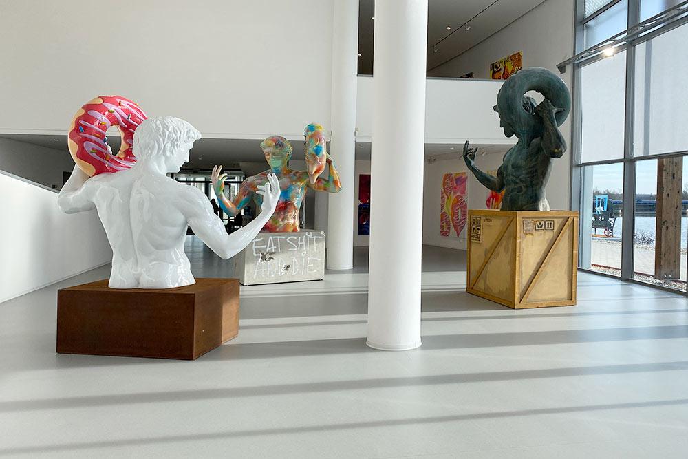 Внутри галереи современного искусства «Данубиана»