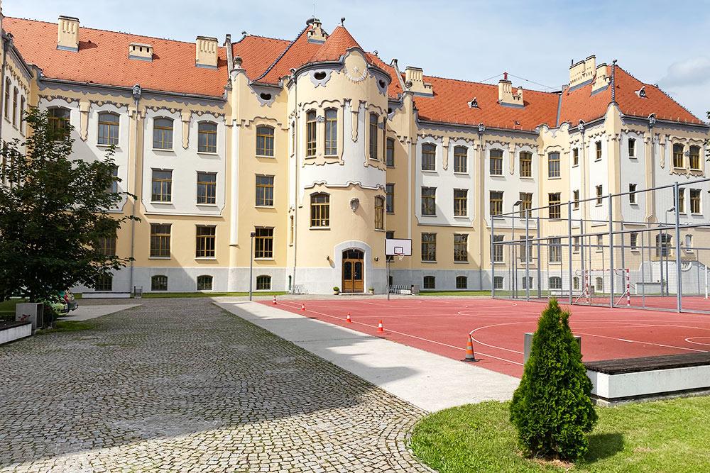 Здание гимназии в Братиславе