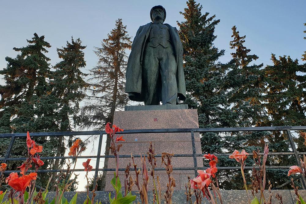 Памятников Ленину вЧебоксарах целых четыре. Аеще имя вождя носит местный университет — ЧГУим.Ульянова