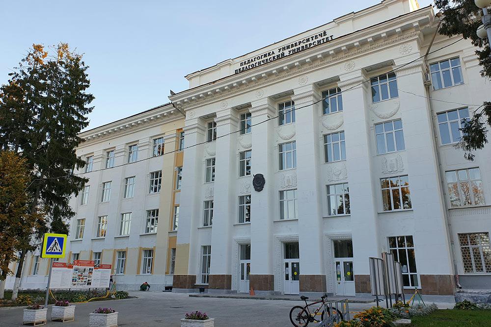 Здание Чувашского государственного педагогического университета находится наплощади Ленина