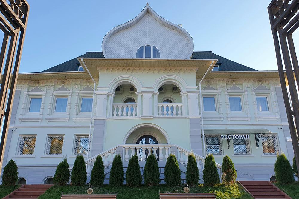 Вбывшем особняке купца Кадомцева сейчас находятся отель иресторан ManorHouse