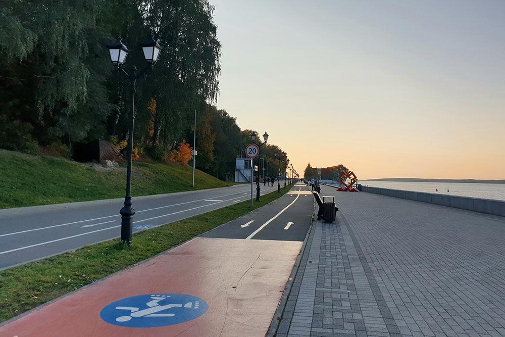 НаМосковской набережной есть отдельные дорожки дляроллеров