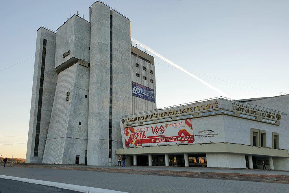 Театр оперы ибалета вЧебоксарах стал настоящим интернет-мемом: говорят, здание больше похоже набазу повстанцев вледяных пустошах неизвестной планеты