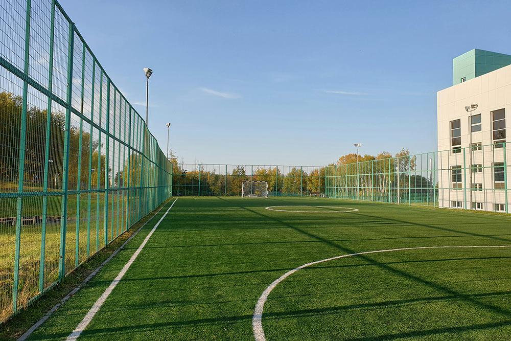 Футбольное поле возле Центра развития маунтинбайка