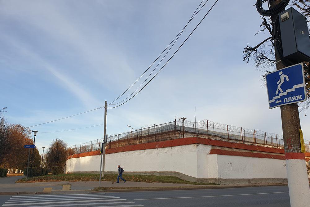 Забелыми стенами иколючей проволокой — самая старая действующая тюрьма вРоссии