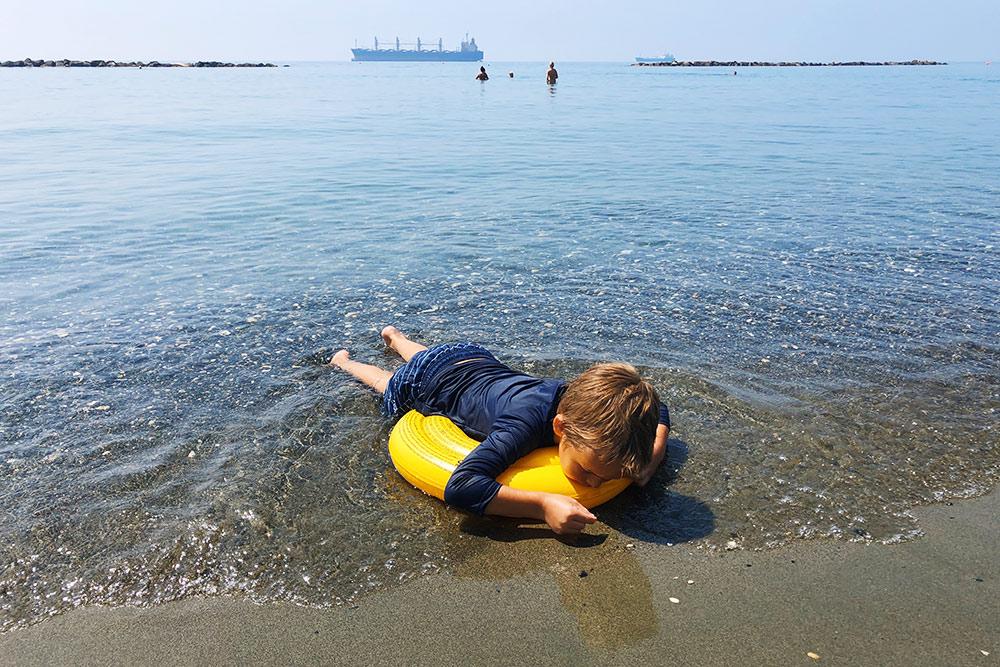 С рашгардом сборы на пляж быстрее — не нужно наносить солнцезащитный крем на плечи, спину и живот