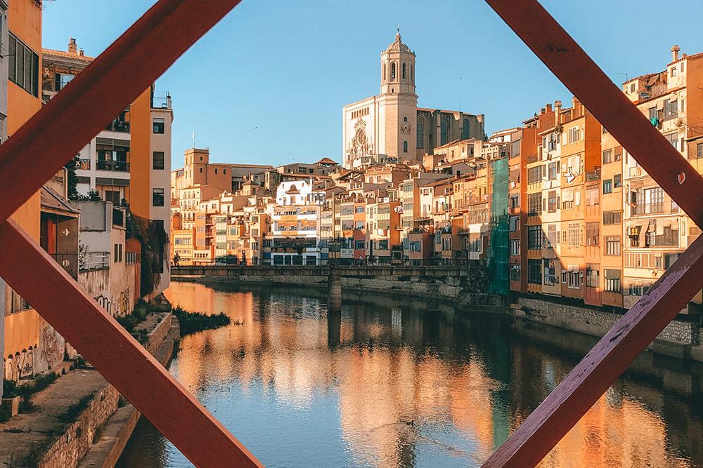 Вид с моста, спроектированного Эйфелем, на кафедральный собор