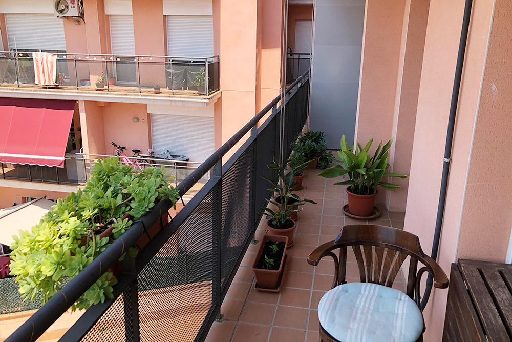 На балкон можно выйти из всех трех комнат