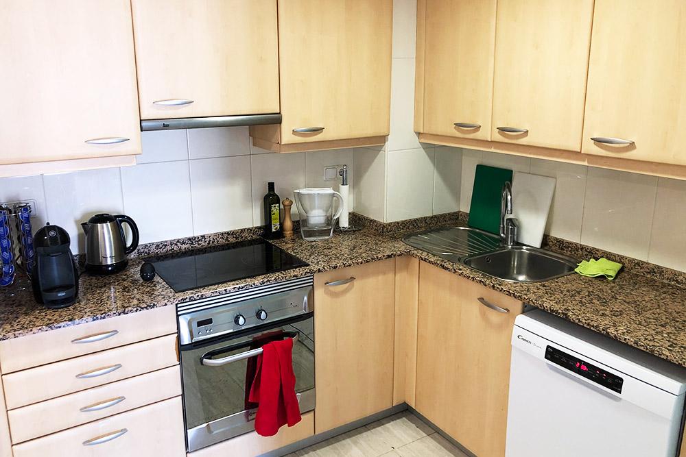 Кухня. В кадр не вошли холодильник, большой встроенный шкаф, газовая колонка дляотопления и нагрева воды и стиральная машинка