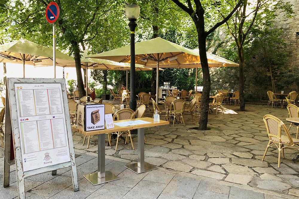 Терраса ресторана Konig рядом с базиликой Святого Феликса