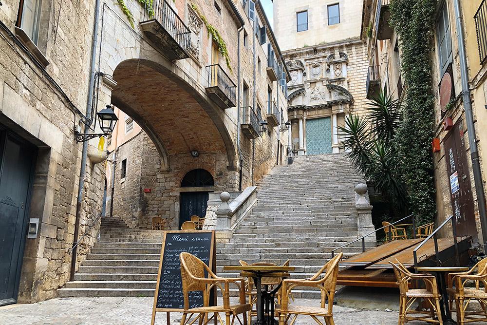 Терраса Café le Bistrot. По словам местных гидов, это самый романтичный ресторан Европы