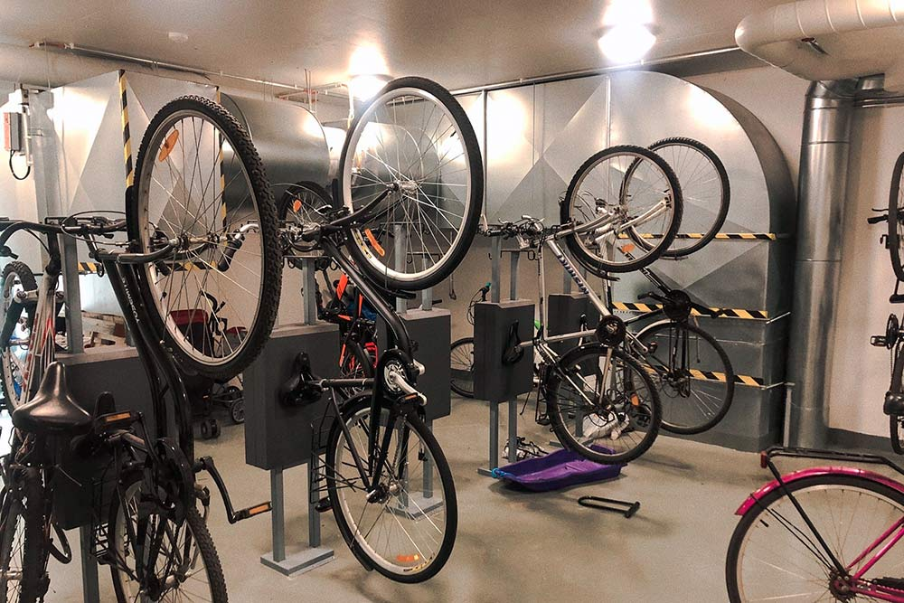 Это помещение, гдежильцы хранят велосипеды иколяски