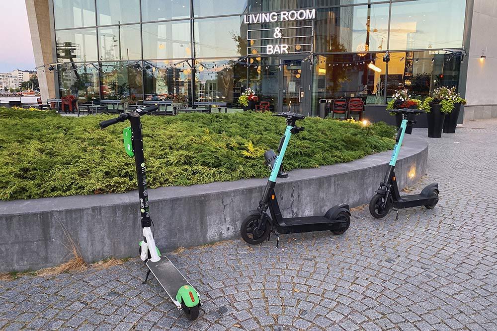 Парковка электросамокатов Lime иTier недалеко отнашего дома