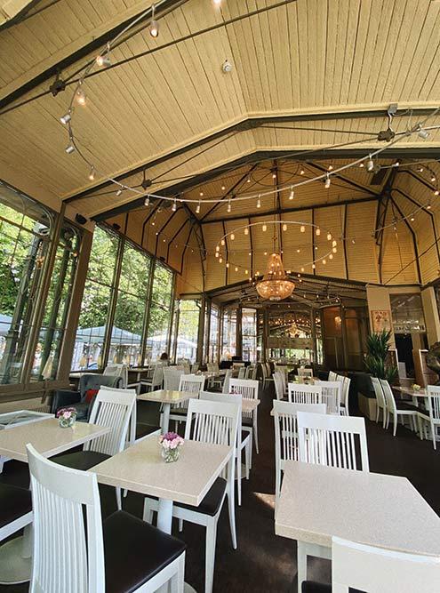 Kappeli — один изсамых известных ресторанов вХельсинки. Этоисторически излюбленное место встреч творческой интеллигенции