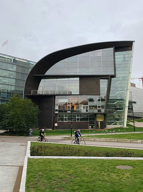 Архитектура ивнутреннее устройство музея современного искусства Kiasma интересны сами посебе