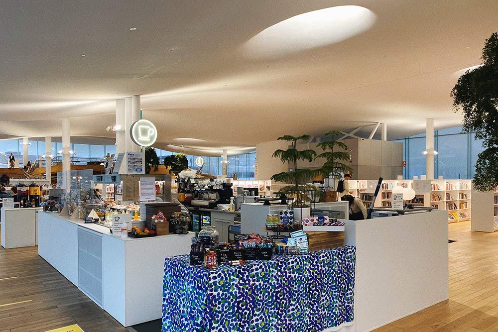 Кафетерий прямо вчитальном зале