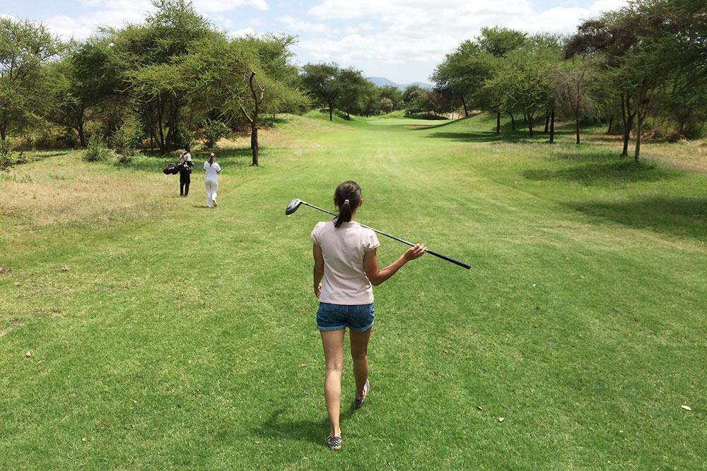 Гольф-клуб «Килигольф». Немогу оценить качество гольфа илунок, таккак яиграла впервый развжизни имне несчем сравнить, новиды тамоткрываются фантастические — нагоры Меру иКилиманджаро