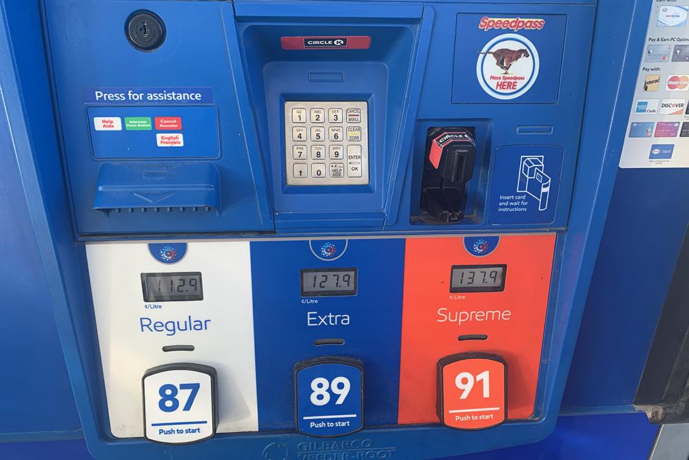 Марки бензина на канадской АЗС: 87-й — самый бюджетный, 91-й — самый дорогой