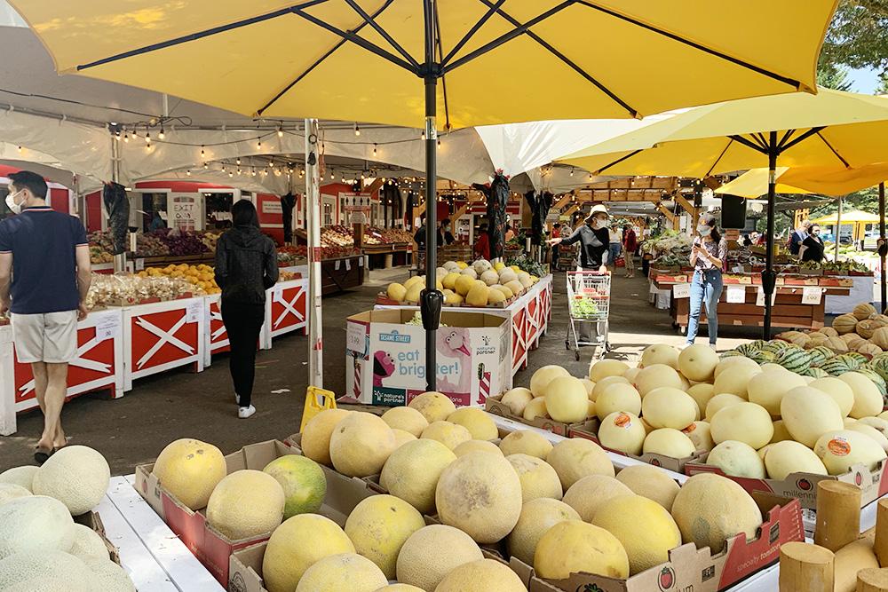 Типичный фермерский рынок вокрестностях Ванкувера