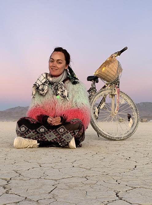 Я летала в Сан-Франциско, а оттуда на автобусе добиралась до пустыни Блэк-Рок в штате Невада, где ежегодно проходит фестиваль Burning Man