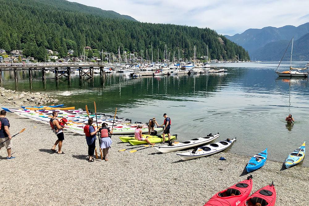 DeepCove — бухта вСеверном Ванкувере, излюбленное место каякеров. Еслиповезет, вовремя водной прогулки можно увидеть, какмимо проплывают морские котики