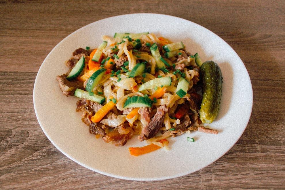 Домашняя лапша с мясом и овощами