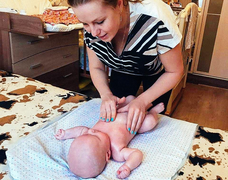 Первым моим клиентом стала дочка Алиса. А на этом фото пациент Саша, ему здесь 6 месяцев. Массаж он очень любит