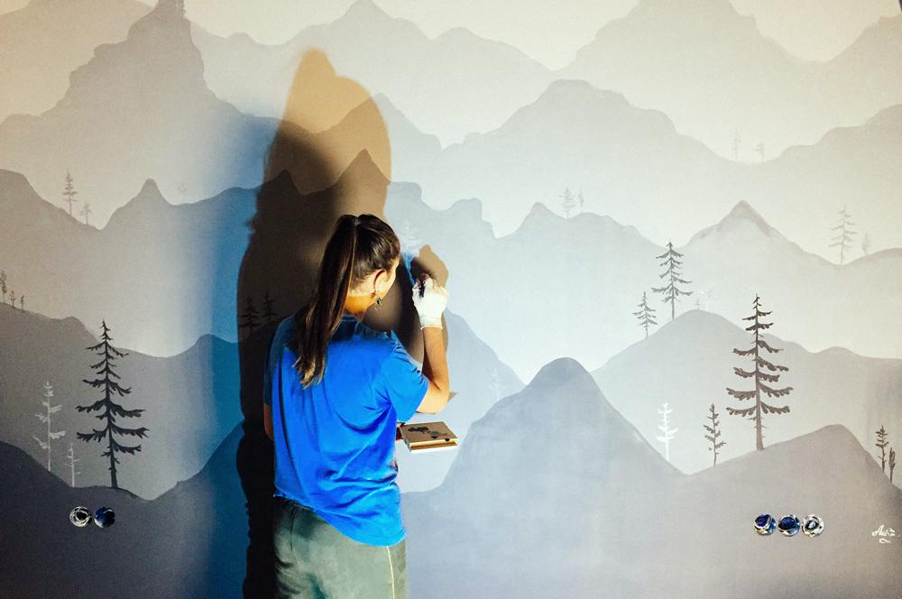 В 2018 году расписала стены собственной дачи, так что смогу и такую работу на заказ сделать