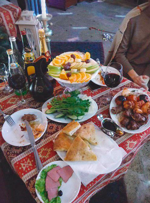 Новый год в Дагестане — семейный праздник, его обычно отмечают дома. Ночью в Дербенте работало только несколько ресторанов